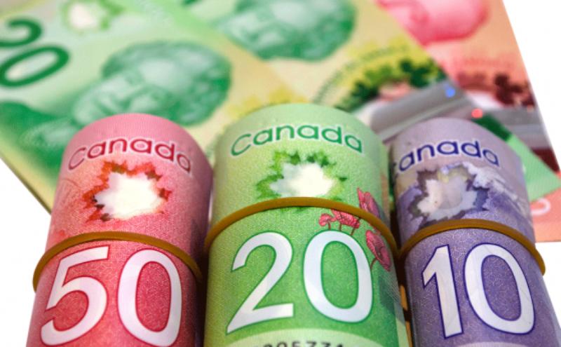 canada-money-2-560x347