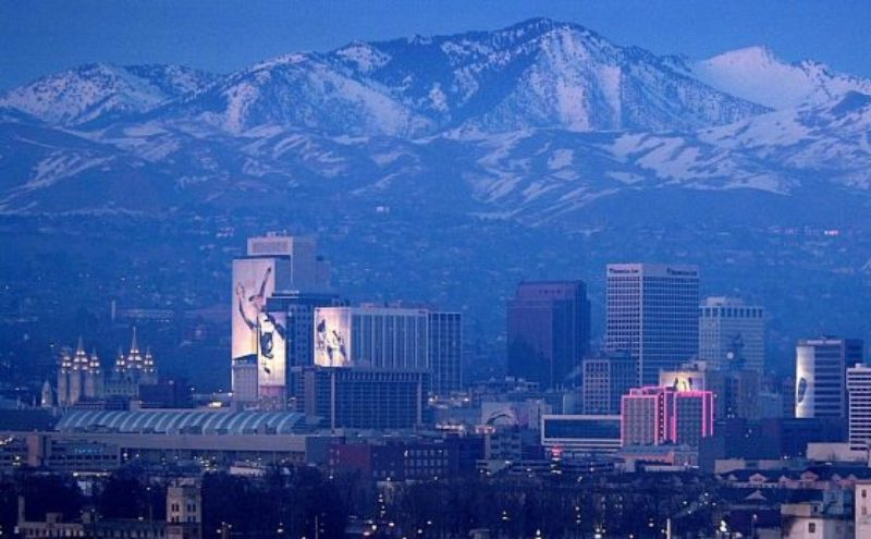 utah-mormon-church-temple-salt-lake-city-skyline-560x347