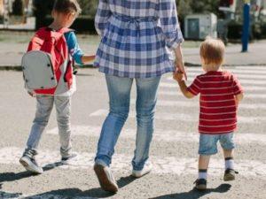 mother-children-gty-mt-180926_hpMain_4x3t_384